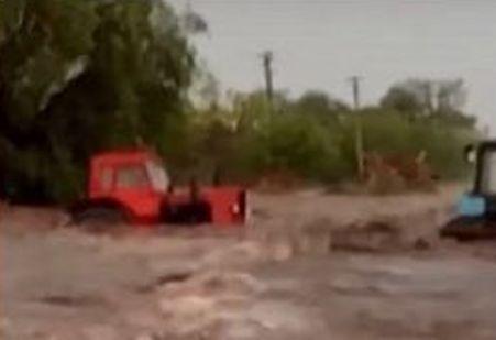 Проливной дождь превратил в реки сельские улицы на юге региона, нанес урон полям и огородам