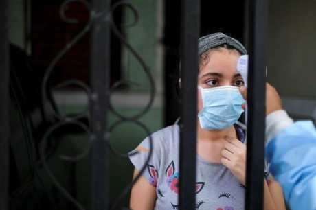 """Пандемия COVID-19 может обрести """"очень затяжной"""" характер, - ВОЗ"""