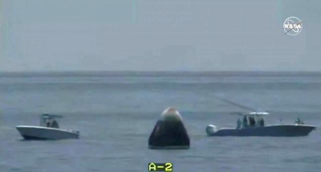 SpaceX успешно вернула корабль Crew Dragon с космонавтами на борту на Землю