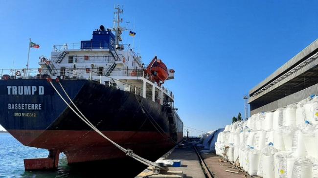 В порту Южный митинговали против хранения почти 10 тыс. тонн селитры под открытым небом