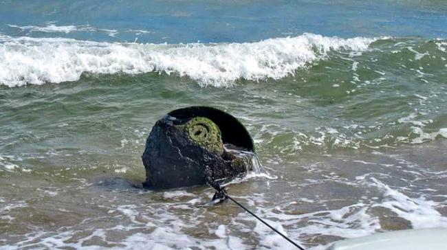 На пляже под Одессой нашли огромную мину
