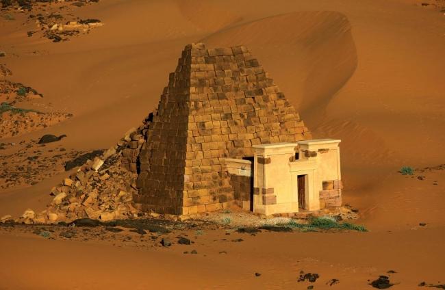 Наскальные рисунки, пирамиды и глиняные здания: названы памятники ЮНЕСКО, которые исчезнут из-за изменений климата