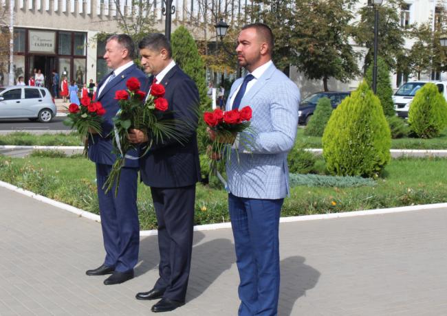 Без скопления народа, тихо и скромно в Измаиле провели несколько мероприятий, посвящённых Дню города