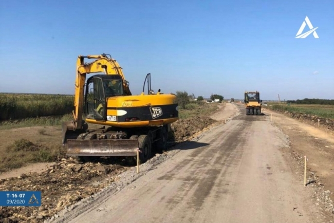 На ремонтируемом участке автодороги Измаил-Килия-Вилково сняли старое покрытие и строят новое основание