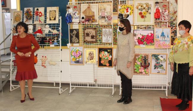 На выставке юных искусников и искусниц «Это благо и счастье - творить!»