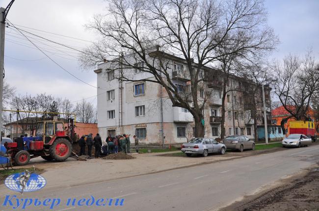 """Из-за аварии на магистральном водопроводе в Измаиле """"просела"""" многоэтажка"""