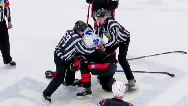 Хоккеисты Сокола и Кременчуга устроили драку во время матча