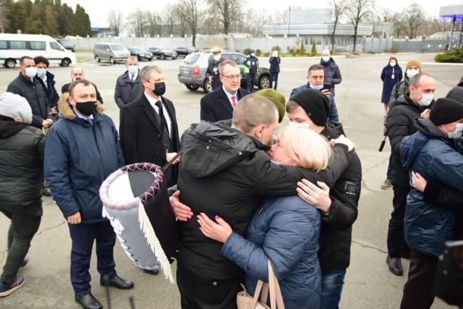 В Украину вернулись моряки, которые пять лет удерживались в тюрьме в Ливии