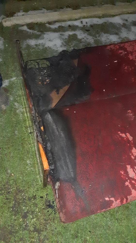 В Озёрном вследствие пожара женщина получила ожоги и отравилась угарным газом