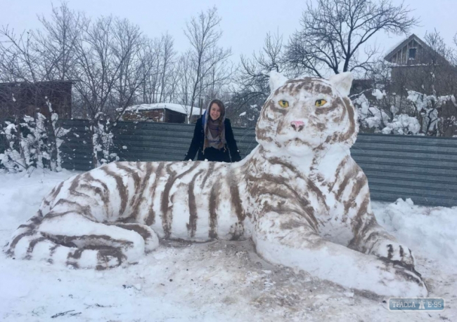 Огромный снежный тигр появился в Одесской области