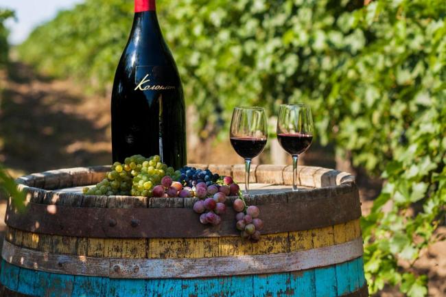 Одесский облсовет просит правительство защитить виноделов: вернуть импортные пошлины и установить квоты на отечественное вино в магазинах