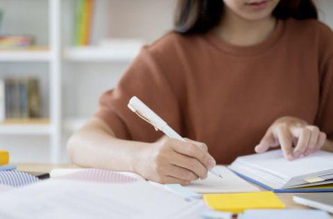 Выпускников школ и колледжей освободят от экзаменов