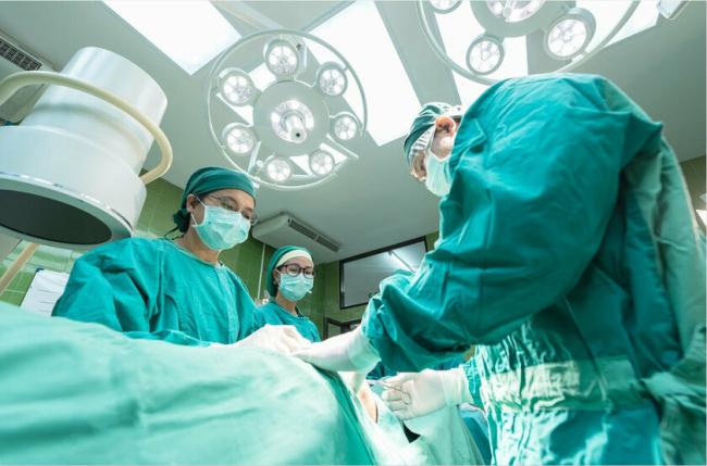 Японские врачи первыми в мире пересадили легкие пациентке после коронавируса