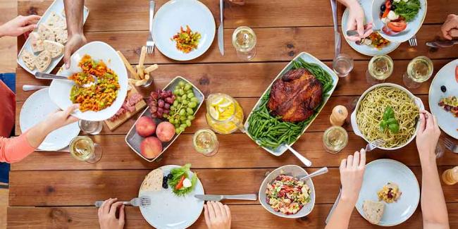 Семейные обеды снижают риск ожирения среди подростков