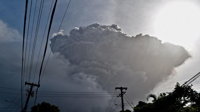 Из-за извержения вулкана на Карибах эвакуировали 16 000 человек
