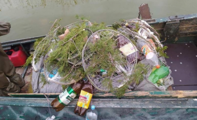 На озере Китай установили нерестовые гнёзда для судака