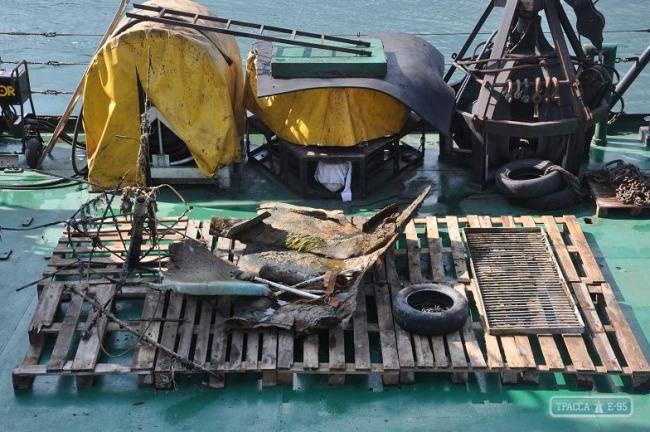 Водолазы сделали безопасным одесский пляж, очистив место затопления танкера Delfi
