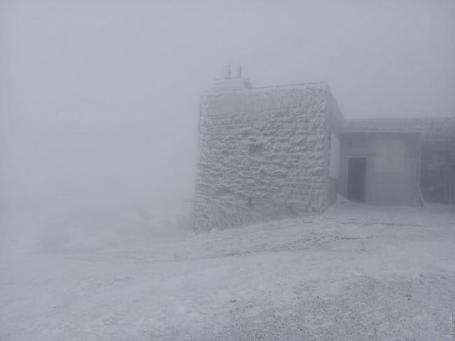 В первый день лета Карпаты замело снегом