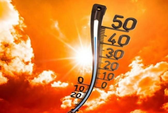 Плавильня июльского зноя,  Пустынной жары миражи...