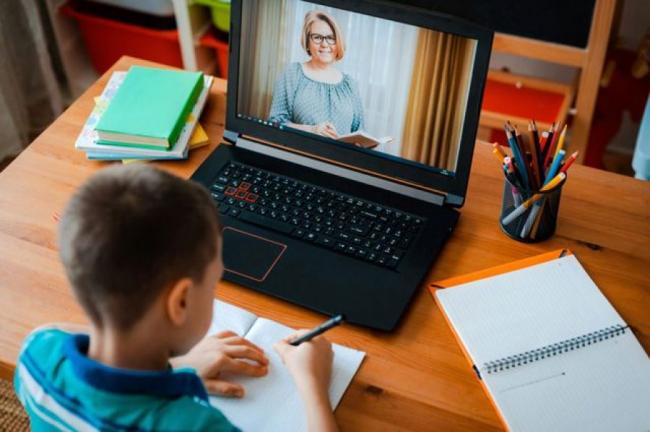 В Минздраве назвали условия перевода школ на дистанционное обучение