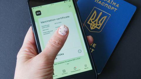 Действие украинских COVID-сертификатов продлили до года