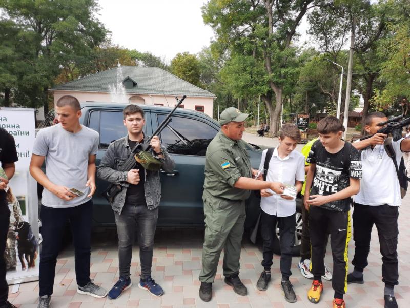 Прикордонники Ізмаїльського загону в місті Рені взяли участь в ярмарку вакансій, а також провели профорієнтаційні заходи зі школярами