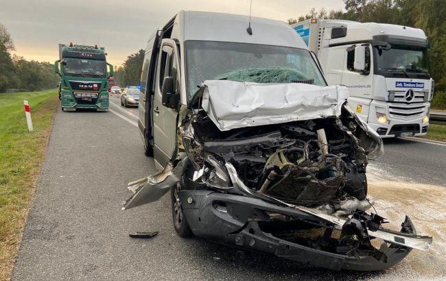 В Польше автобус с украинцами врезался в грузовик: есть пострадавшие