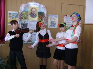 "Стихи Шевченко, ""Червона рута"" и звуки скрипки..."