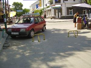 Улицу Пушкина перекрыли турникеты