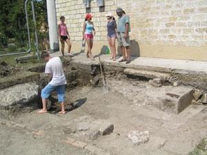 У западной стены мечети найдены остатки фундамента минарета