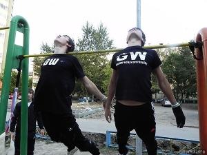 Уличные гимнасты