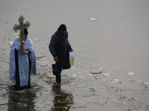 Купель на озере Кагул: горячий лёд